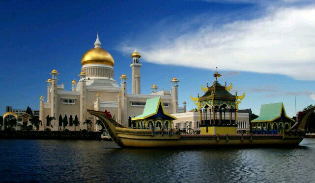 Menjelajah  Brunei Berbekal Backpack